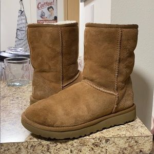•LOW PRICE MAKE OFFER• $189 RETAIL LIMITED UGGS